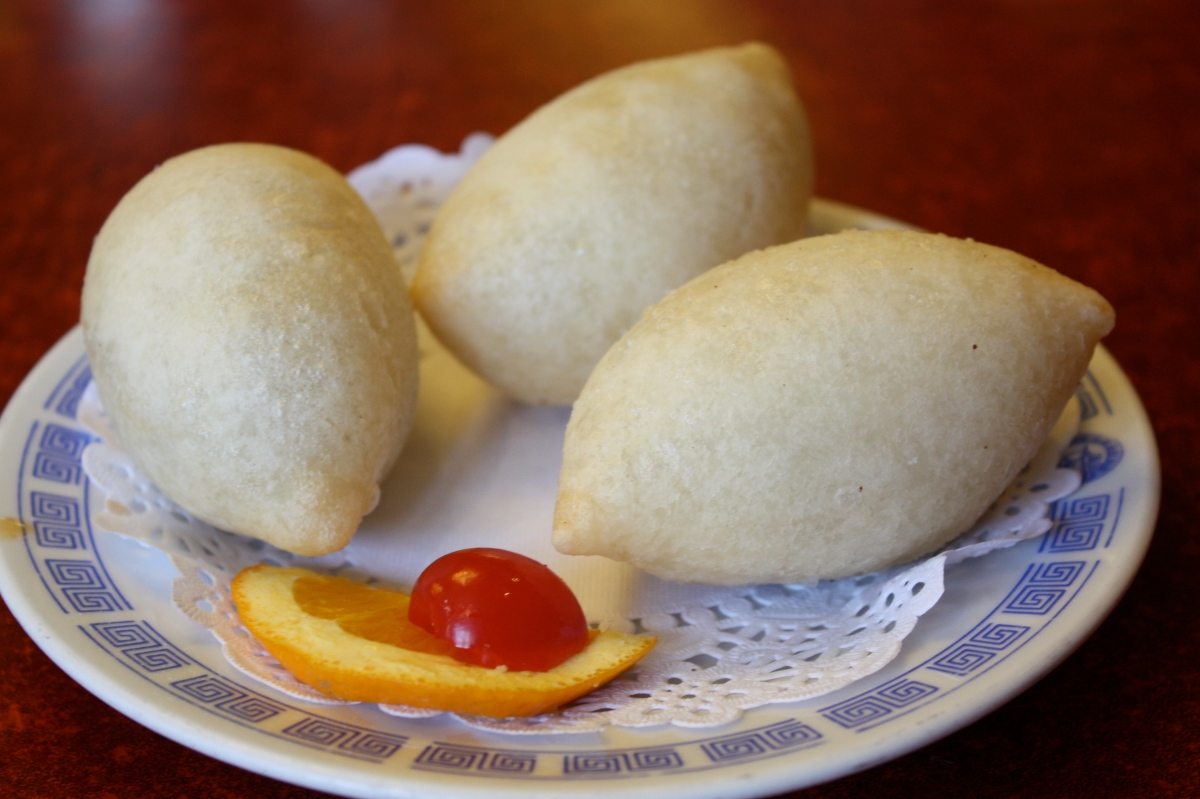 Deep fried dumplings filled with minced pork and garlic